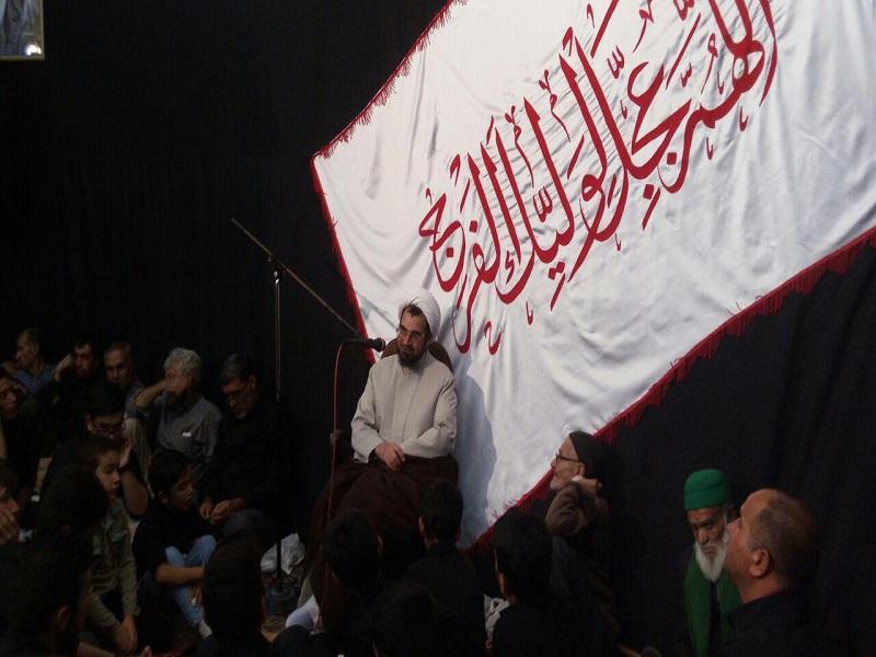 مراسم آیینی طشت گذاری در بیت العباس سریش آباد برگزار شد